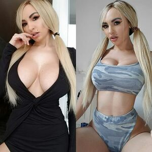 LEFT or RIGHT? 😉  Click link in BIO to see my exclusibe videos 😈