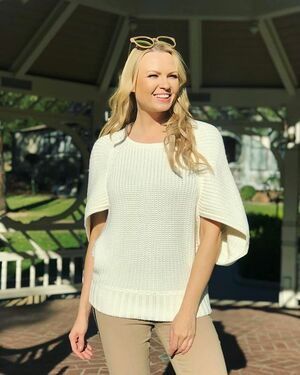 It's still sweater weather in LA! Today I am wearing Dolman sweater by @lilsis_usa to stay warm! 💛 LilSis.com is having a 50% flash sale, get extra 15% discount with promo code IRINA15 ▫️Link in bio ▫️ #irinavoronina #lilsisusa #sistersforever #sweaterfashion