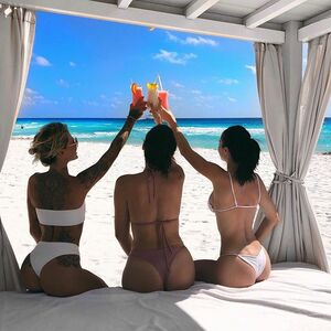 Monday meetings aren't all bad! When your business partners are these amazing strong woman, we meet where and how we want 💙🐠 lol ok not always but this week we got to at the amazing @liveaquacancun 🥂cheers!! #travelers #mexico #cancun #girlgang #girlbosses #bffgoals #veganpower