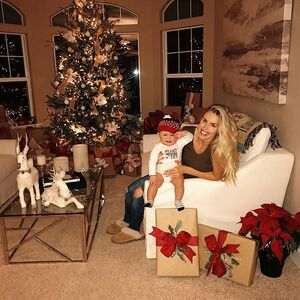 Taking photos with an infant... 🙄 is so difficult lol one extreme to the next 🤣 SWIPE >>> #myfirstchristmas EVER!! ❤️🎄👶🏼